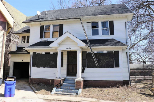 530-colonial-court